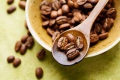Chicchi di caffè freschi fotografia stock