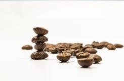 Chicchi di caffè impilati Fotografia Stock Libera da Diritti