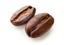 Chicchi di caffè isolati su priorità bassa bianca Immagini Stock Libere da Diritti