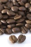 Chicchi di caffè a macroistruzione Immagine Stock