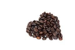 Chicchi di caffè nel fondo bianco, isolato Immagine Stock