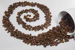 Chicchi di caffè rovesciati Fotografia Stock