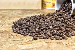Chicchi di caffè sul di legno Fotografia Stock Libera da Diritti
