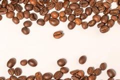 Chicchi di caffè sulla tavola Fotografia Stock
