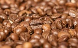 Chicchi di caffè sulla tavola Fotografia Stock Libera da Diritti