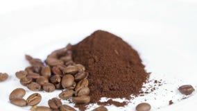 Chicchi di caffè a terra stock footage