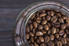 Chicchi di caffè in un vaso di vetro Fotografia Stock