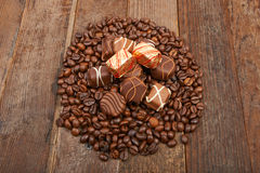 Chicchi e cioccolato di caffè Fotografie Stock