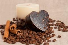 Chicchi handmade del sapone e della candela e di caffè dell'aroma Fotografie Stock