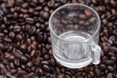 Chicchi vuoti di caffè e della tazza Immagine Stock Libera da Diritti
