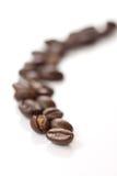 Chicco di caffè nella riga Fotografie Stock Libere da Diritti