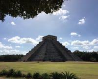 Chichén Itzà ¡ piramid royaltyfria foton