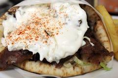 Chiche-kebab avec de la sauce à yaourt Photographie stock libre de droits