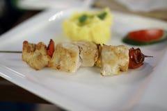 Chiche-kebab avec des pommes de terre de mâche Photos libres de droits