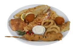 Chiche-kebab de poissons, poisson embroché avec des légumes Photographie stock libre de droits