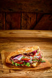 Chiche-kebab turc à emporter savoureux de doner image stock