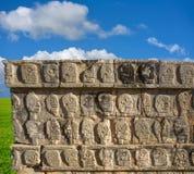 chichen стена tzompantli черепов itza Стоковая Фотография