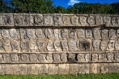 chichen стена tzompantli черепов itza Стоковое Фото