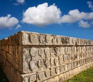 chichen стена tzompantli черепов itza Стоковая Фотография RF