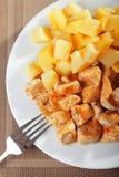 Chichen con los patatoes Imagen de archivo libre de regalías