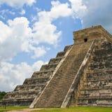 chichen den kukulkan pyramiden för itzaen Arkivfoton