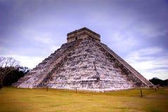 chichen det kukulcan mexico för itzaen tempelet Arkivfoto