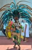 CHICHEN ITZA, МЕКСИКА - 21,2014 -ГО МАРТ: Родные майяские танцоры выполняя в Chichen Itza Стоковые Фотографии RF