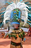 CHICHEN ITZA, МЕКСИКА - 21,2014 -ГО МАРТ: Родные майяские танцоры выполняя в Chichen Itza Стоковая Фотография RF