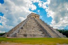 CHICHEN ITZA, МЕКСИКА - 12-ОЕ НОЯБРЯ 2017: Красивый пасмурный взгляд Chichen Itza, одной из посещать археологической Стоковое Изображение RF
