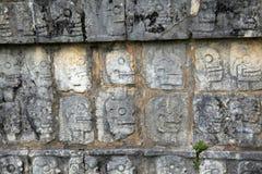 Chichen Itza e la piattaforma del cranio o di Tzompantli nell'Yucatan Fotografie Stock