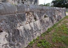 Chichen Itza Fragment einer Wand einer Pyramide mit einer alten Verzierung Yucatan, Lizenzfreie Stockfotos