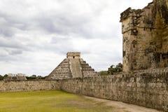 Chichen Itza: Het grote Hof van de Bal Stock Afbeelding