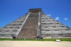 Chichen Itza Kukulkan pyramid Royaltyfri Bild