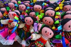 CHICHEN ITZA, MÉXICO - 12 DE NOVIEMBRE DE 2017: Ciérrese para arriba de muñecas hechas a mano hermosas, vendido como recuerdos en Fotos de archivo libres de regalías