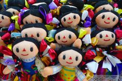 CHICHEN ITZA, MÉXICO - 12 DE NOVIEMBRE DE 2017: Ciérrese para arriba de muñecas hechas a mano hermosas, vendido como recuerdos en Foto de archivo