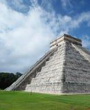 Chichen Itza, México, vista lateral de la pirámide de El Castillo fotografía de archivo libre de regalías
