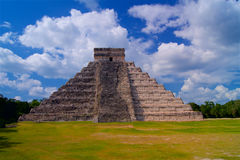 Chichen Itza Mayan pyramid in Yucatan Stock Photos