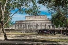 Chichen Itza Mayaruinen, Spalten im Tempel von tausend Kriegern Yucatan, Mexiko Lizenzfreie Stockfotos