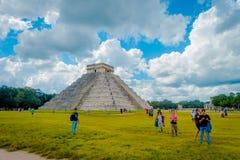 CHICHEN ITZA, MEXICO - NOVEMBER 12, 2017: Chichen Itza, en av de mest besökte arkeologiska platserna i Mexico Omkring 1,2 miljon  Arkivfoto
