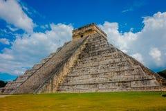 CHICHEN ITZA, MEXICO - NOVEMBER 12, 2017: Härlig sikt av Chichen Itza, en av de mest besökte arkeologiska platserna Fotografering för Bildbyråer