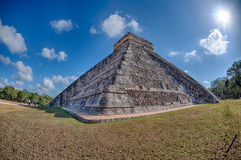 Chichen Itza Mexico pyramid på solig dag Arkivfoton