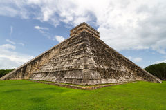 Free Chichen Itza Pyramid Royalty Free Stock Photo - 20466235