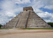 CHICHEN ITZA: PYRAMID AV KUKULCAN. MEXICO Arkivfoton