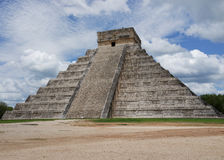 CHICHEN ITZA: PYRAMID OF KUKULCAN. MEXICO Stock Photos