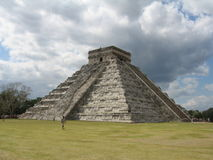 Chichen Itza Pyramid View. With dark clouds behind - Yucatan - Mexico Royalty Free Stock Photos