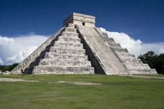 Chichen Itza Pyramid, Wonder of the World, Mexico. With vibrant grass and sky Stock Photos
