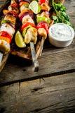 Chiches-kebabs de brochettes de poulet photos libres de droits