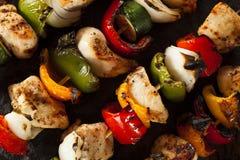 Chiches-kebabs faits maison de poulet Image stock