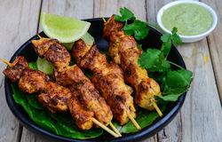Chiches-kebabs grillés de poulet Photographie stock