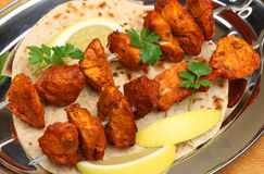 Chiches-kebabs indiens de Tikka de poulet image stock
